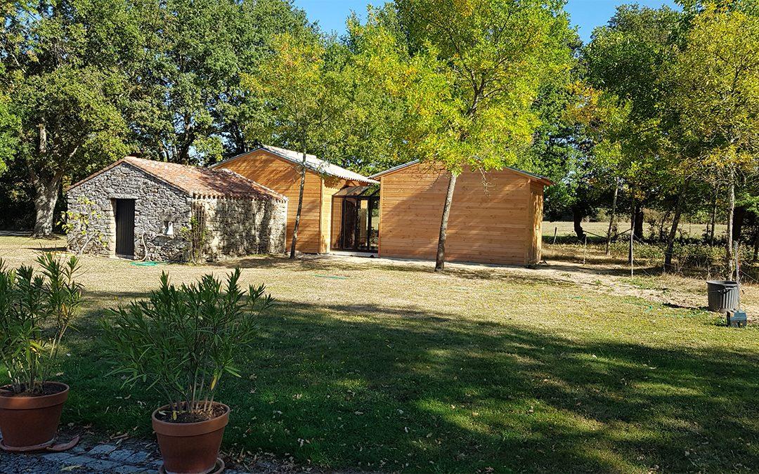 Vous souhaitez agrandir votre maison ou tout simplement rajouter une extension en bois ?